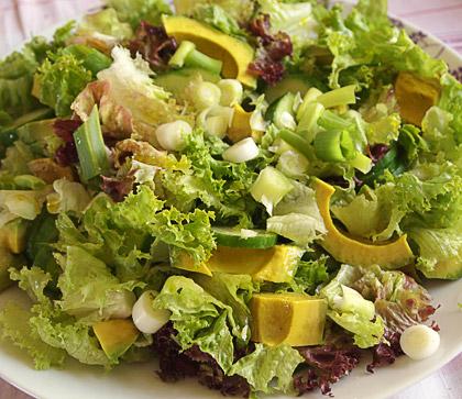 Σαλάτα με μαυρομάτικα φασόλια και αβοκάντο