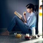 Τσιμπολογάτε συνήθως το βράδυ και παχαίνετε;