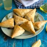 Σπανακοπιτάκια με αβοκάντο και τυρί