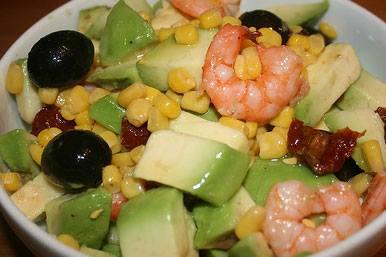 Σαλάτα με γαρίδες, καλαμπόκι και αβοκάντο