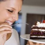 Πότε είναι η ιδανική ώρα για να φαμε το γλυκο, πριν η μετά το φαγητό;
