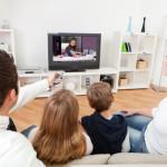 Ακόμα και μια ώρα μπροστά από την τηλεόραση μπορεί να αυξήσει την παχυσαρκία στα παιδιά!