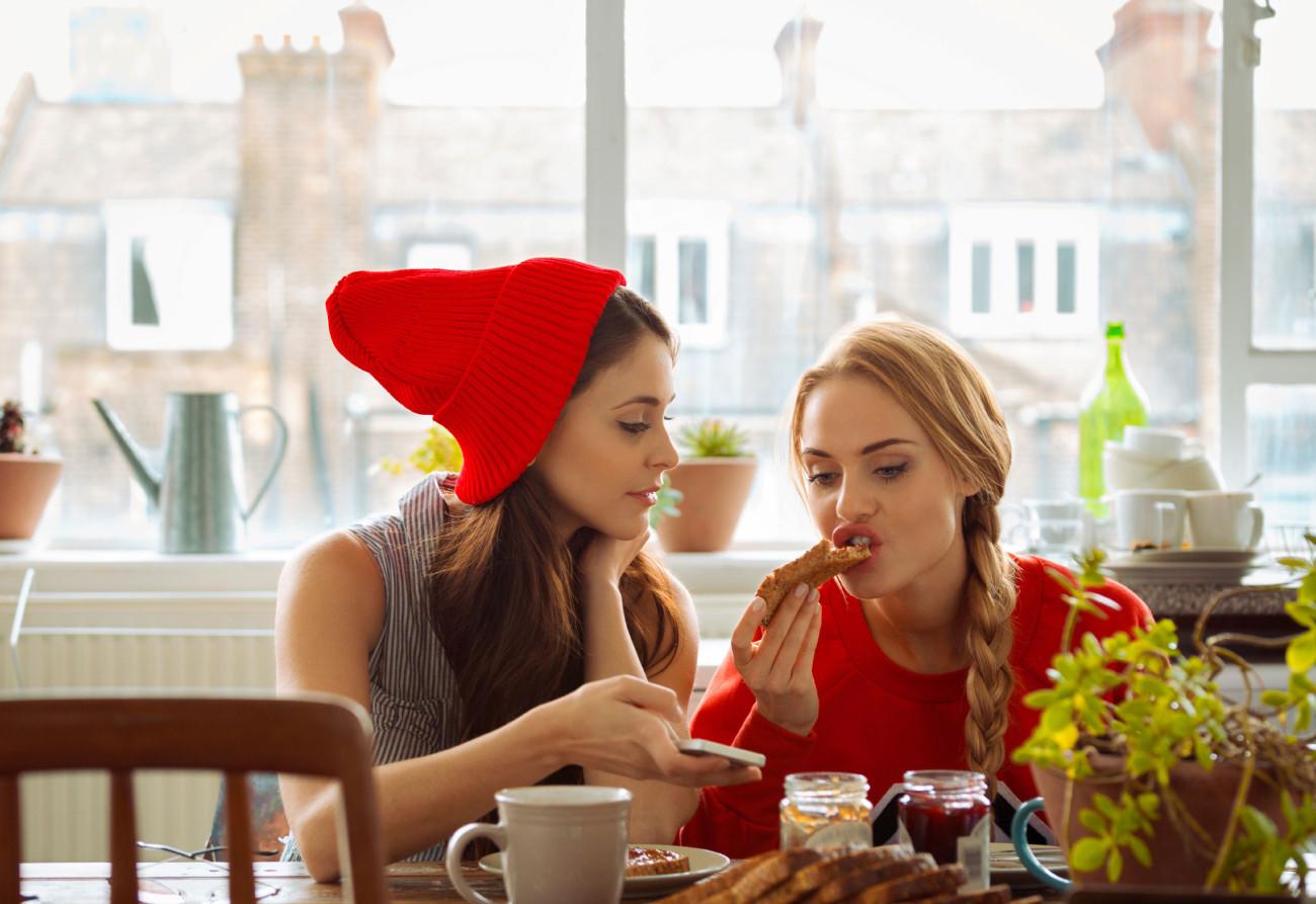 Στη συνέχεια, πηγαίνετε να φάτε μαζί και να μοιραστείτε ποια βήματα ήταν τα.
