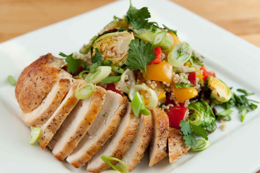 chicken_quinoa_salad_plated