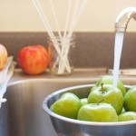 Ποιος είναι ο αποτελεσματικότερος τρόπος να απομακρύνουμε τα φυτοφάρμακα από τα μήλα που τρώμε?