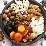5 οφέλη που προκύπτουν από την κατανάλωση ξηρών καρπών και αποξηραμένων φρούτων