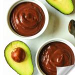 Vegan μους σοκολάτας με αβοκάντο