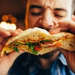 Τι είναι η εξάρτηση από το πρόχειρο φαγητό και τι μπορείς να κάνεις γι΄αυτό?