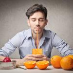 Τα 4 διατροφικά οφέλη της πορτοκαλάδας που την καθιστούν ένα από τους πιο υγιεινούς χυμούς που μπορούμε να απολαύσουμε.