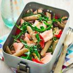 Σαλάτα ζυμαρικών με σολομό, λεμόνι και κάπαρη