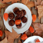 Σοκολατένια μπισκότα με ταχίνι, αλεύρι φαγόπυρου και μέλι