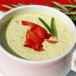 Σούπα κρύα, με γιαούρτι και αγγούρι
