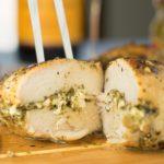 Κοτόπουλο γεμιστό με τυρί και σάλτσα πέστο